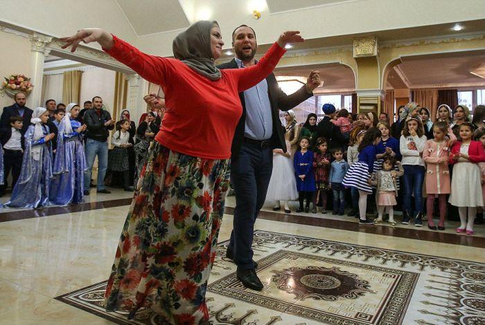 Как празднуют традиционные чеченские свадьбы в Грозном (19)