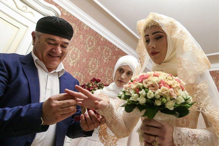 Как празднуют традиционные чеченские свадьбы в Грозном (23)