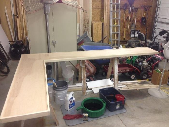 Стол из пивных крышек (4)