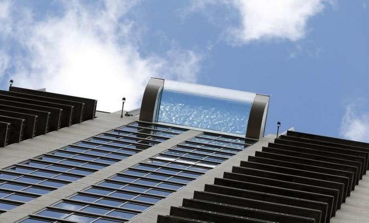 Стеклянный бассейн на высоте 150 метров (1)