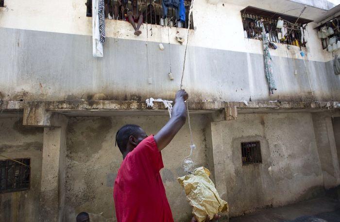 Тюрьма в столице Гаити Порт-о-Пренсе (11)