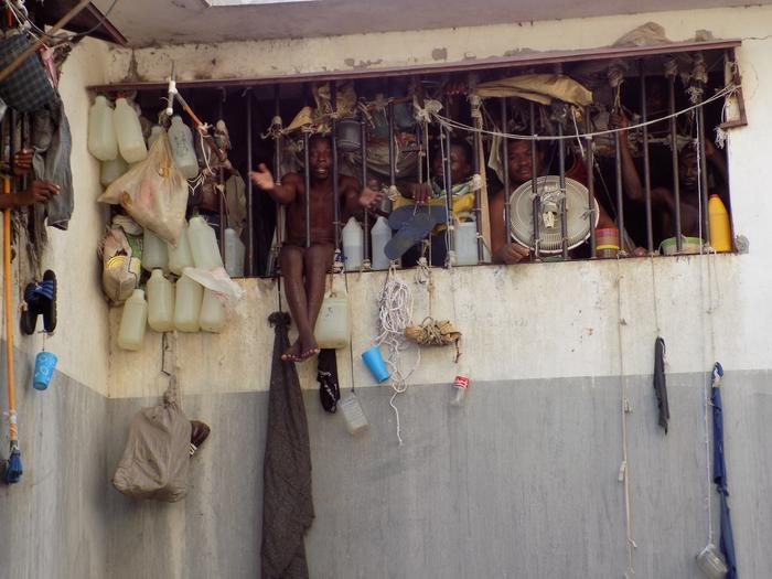 Тюрьма в столице Гаити Порт-о-Пренсе (2)