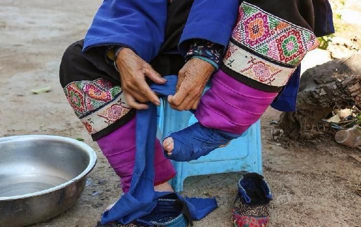 Последние китаянки пережившие бинтование ног (3)