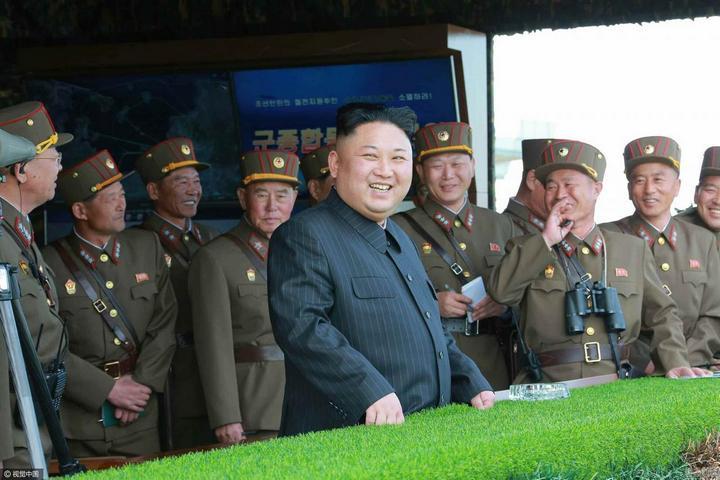 В Северной Корее прошли массовые стрельбы (3)