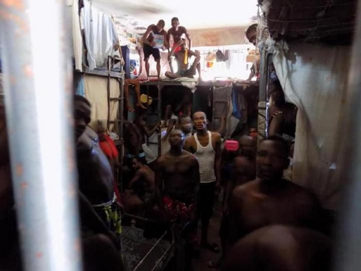 Тюрьма в столице Гаити Порт-о-Пренсе (4)