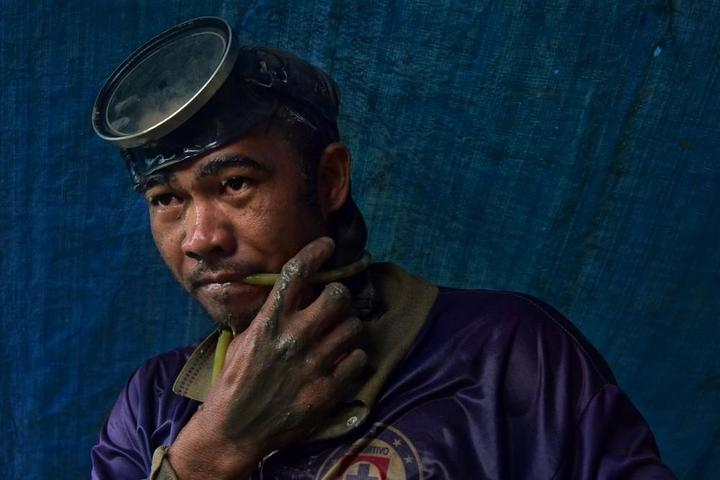 Филиппинский шахтеры рискуют своими жизнями в поисках золота (6)