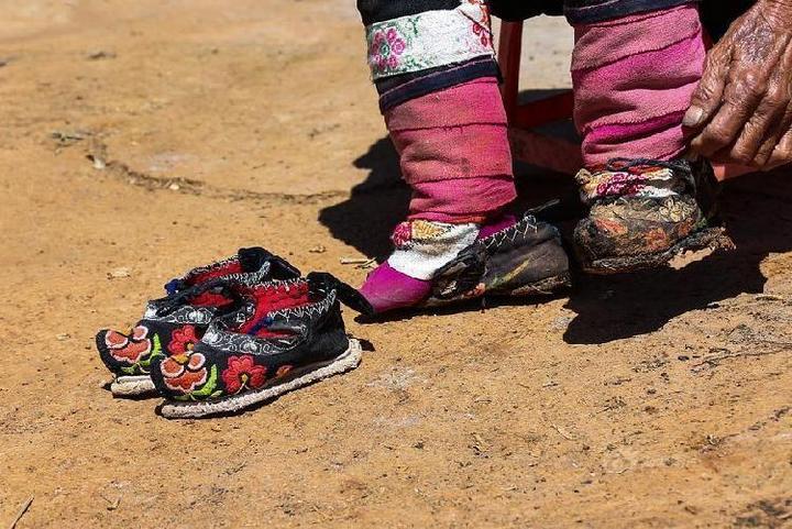 Последние китаянки пережившие бинтование ног (7)