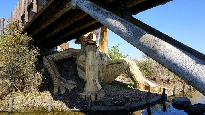 «Забытые гиганты» — деревянные скульптуры спрятанные в лесу (11)
