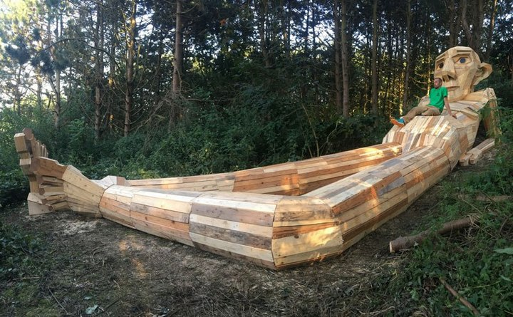 «Забытые гиганты» — деревянные скульптуры спрятанные в лесу (12)