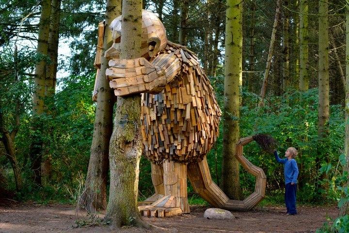 «Забытые гиганты» — деревянные скульптуры спрятанные в лесу (7)