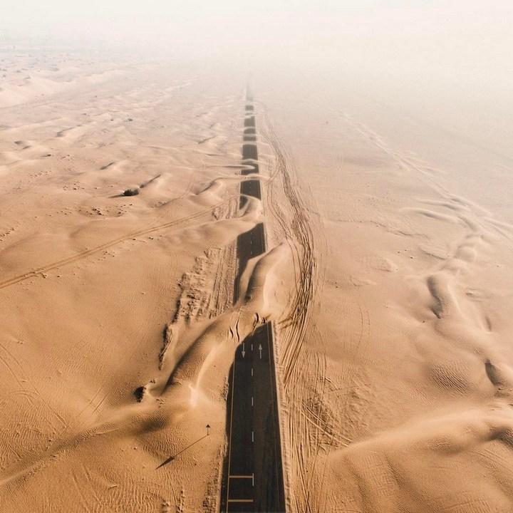 ОАЭ. Переметы на дороге