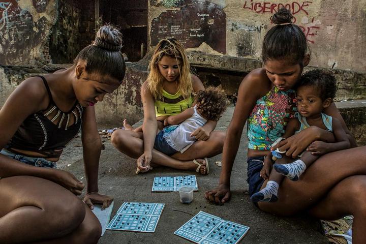 Мрачные трущобы Рио-де-Жанейро (5)