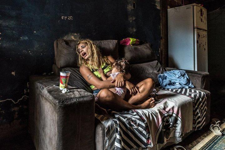 Мрачные трущобы Рио-де-Жанейро (18)