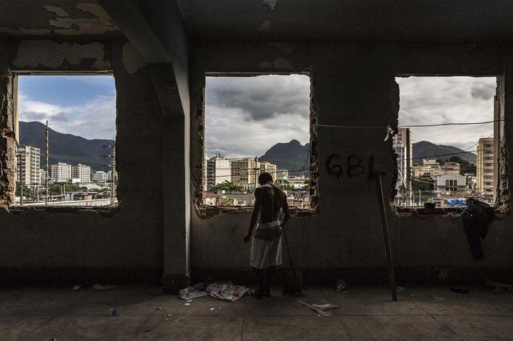 Мрачные трущобы Рио-де-Жанейро (19)