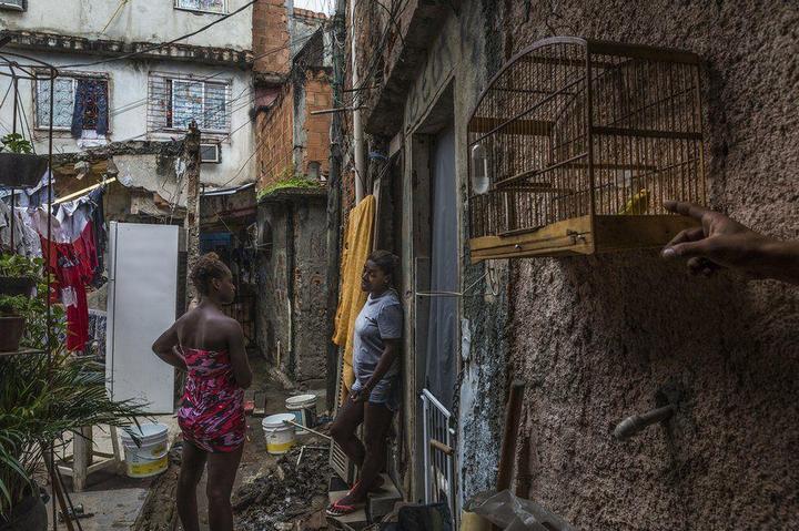 Мрачные трущобы Рио-де-Жанейро (26)