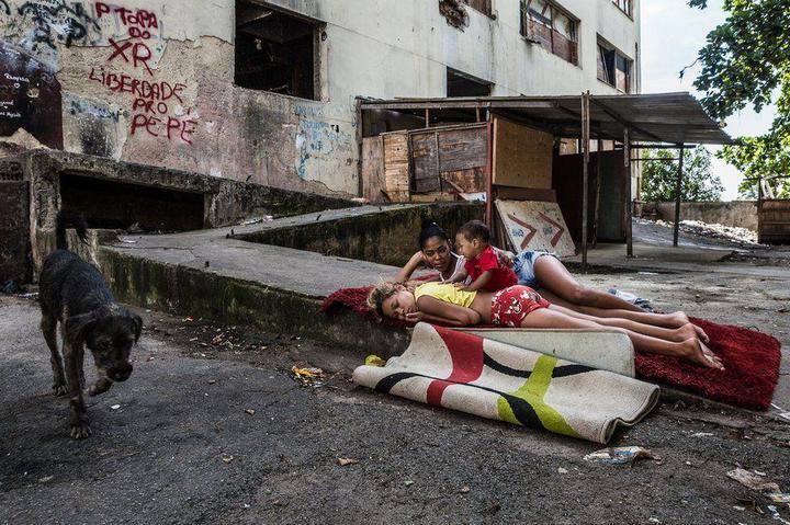 Мрачные трущобы Рио-де-Жанейро (27)