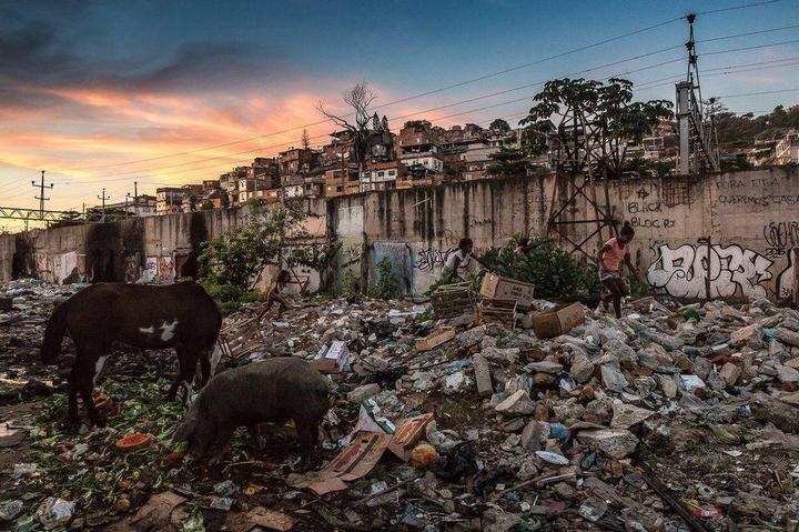 Мрачные трущобы Рио-де-Жанейро (29)