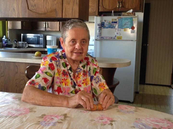 Женщина потеряла бриллиантовое кольцо которое нашла спустя 13 лет. На морковке (3)