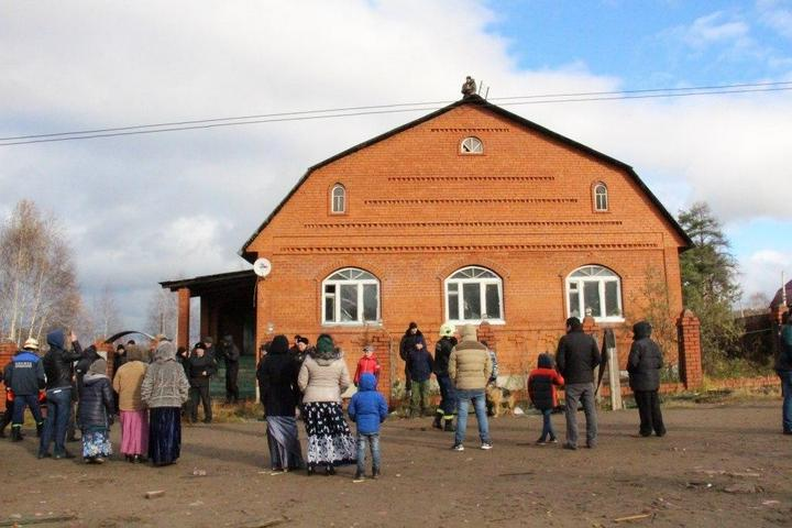 В Перми экскаваторы сносят цыганские дома (1)