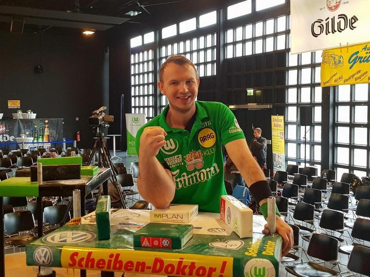 Немец с огромной правой рукой, стал непобедимым чемпионом в армрестлинге (4)