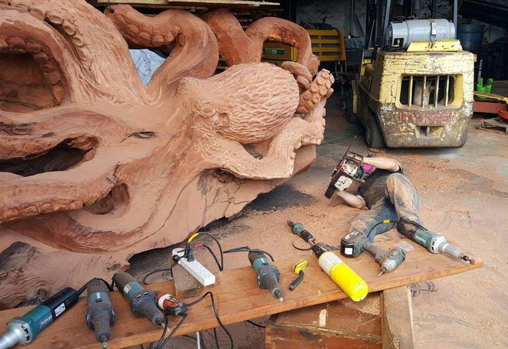 Превращение корня дерева в гигантского осьминога (5)