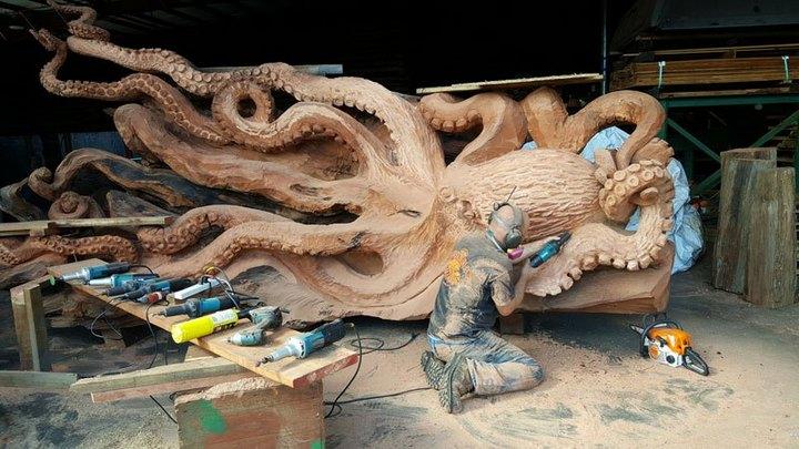 Превращение корня дерева в гигантского осьминога (8)