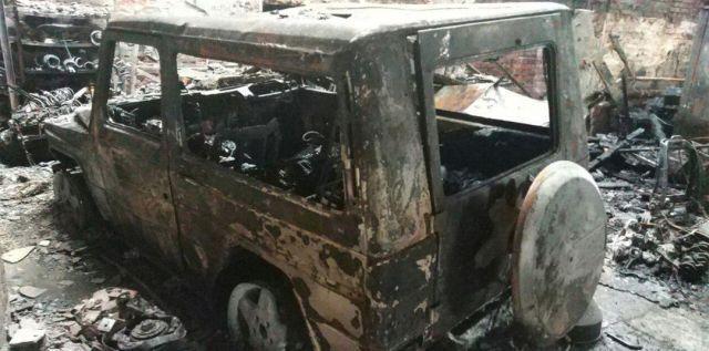 Во время пожара в автосервисе сгорели пять внедорожников Mercedes-Benz G500 (1)