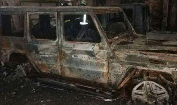 Во время пожара в автосервисе сгорели пять внедорожников Mercedes-Benz G500 (2)