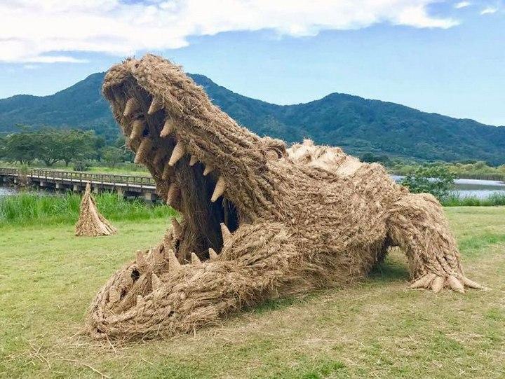 Потрясающие скульптуры из соломы от японских студентов (2)