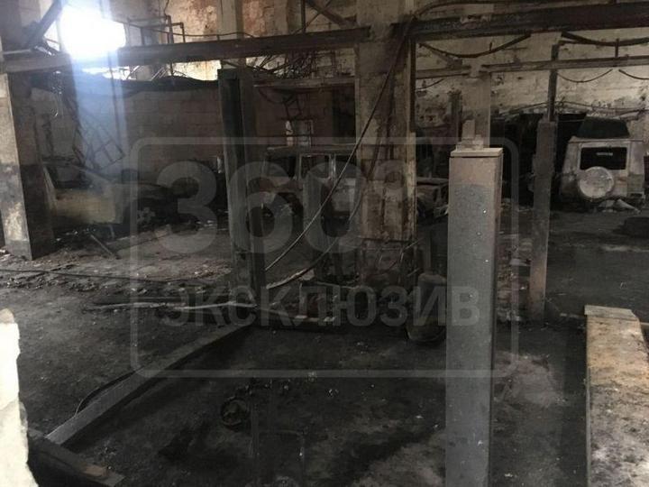 Во время пожара в автосервисе сгорели пять внедорожников Mercedes-Benz G500 (5)