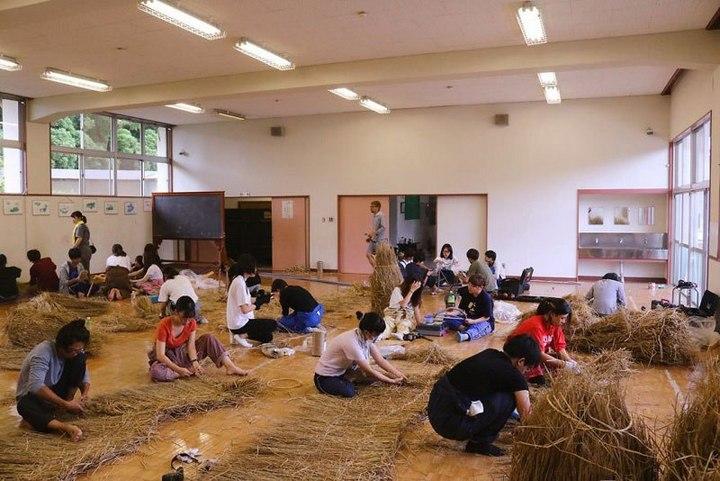 Потрясающие скульптуры из соломы от японских студентов (7)