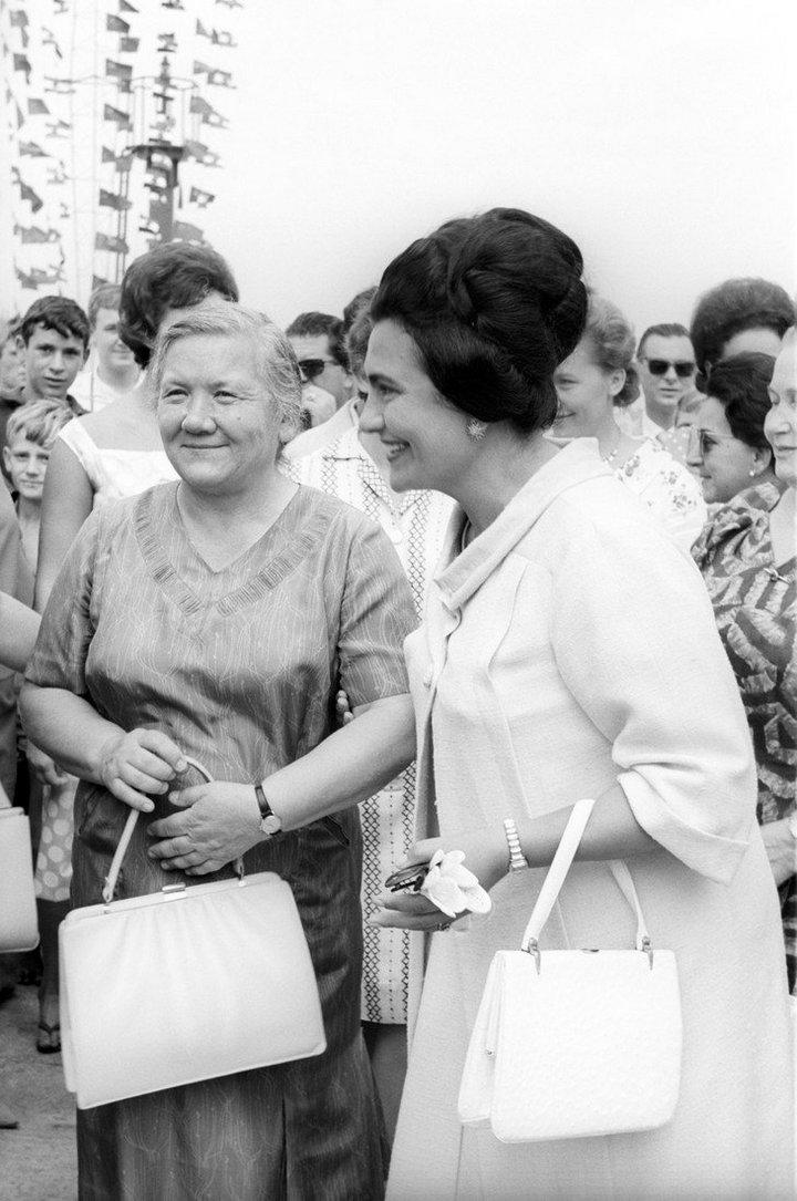 От Хрущевой до Путиной: как выглядели Первые Леди нашей страны (6)