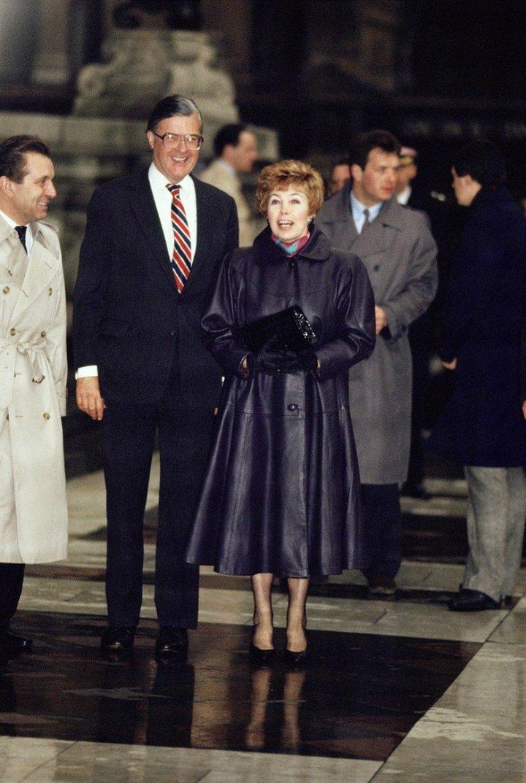 От Хрущевой до Путиной: как выглядели Первые Леди нашей страны (18)