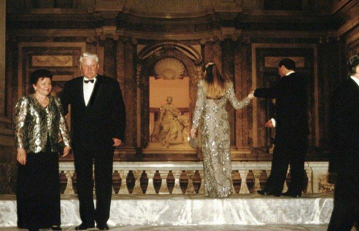 От Хрущевой до Путиной: как выглядели Первые Леди нашей страны (27)