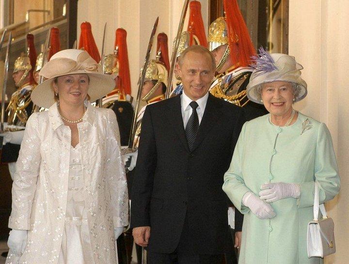 От Хрущевой до Путиной: как выглядели Первые Леди нашей страны (31)