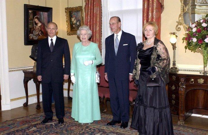 От Хрущевой до Путиной: как выглядели Первые Леди нашей страны (32)