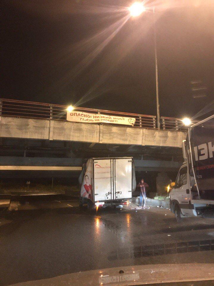 Петербургский мост и его коллекция невнимательных водителей (3)
