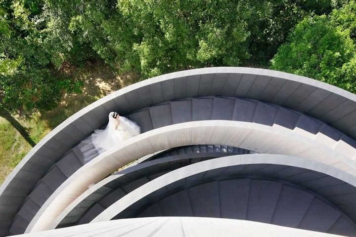 Необычный дворец бракосочетания в Японии (7)