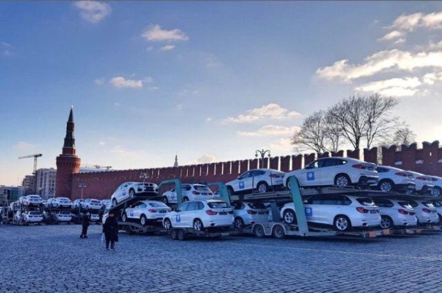 140 BMW на Красной площади ожидают российских медалистов Олимпиады (4)