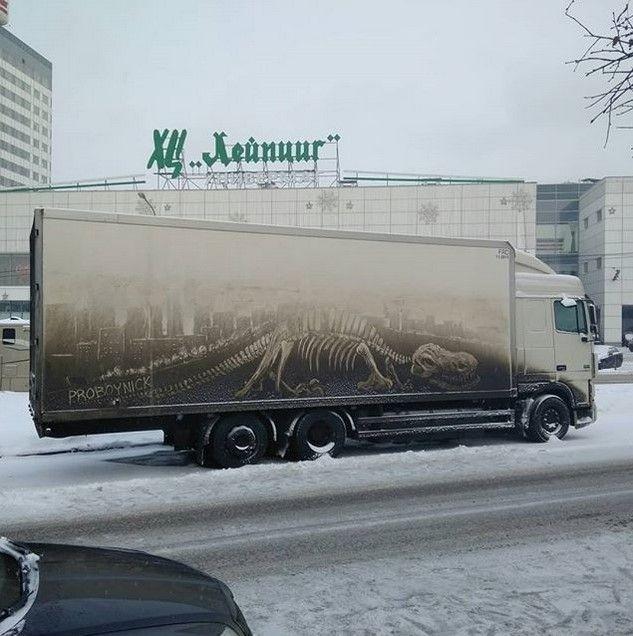 Крутые рисунки на грязных грузовиках (4)