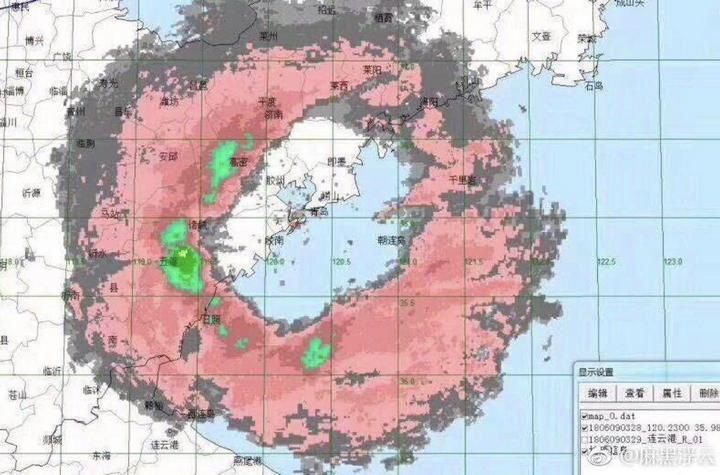 Тайфун над Циндао в Китае рассыпал морских животных (2)