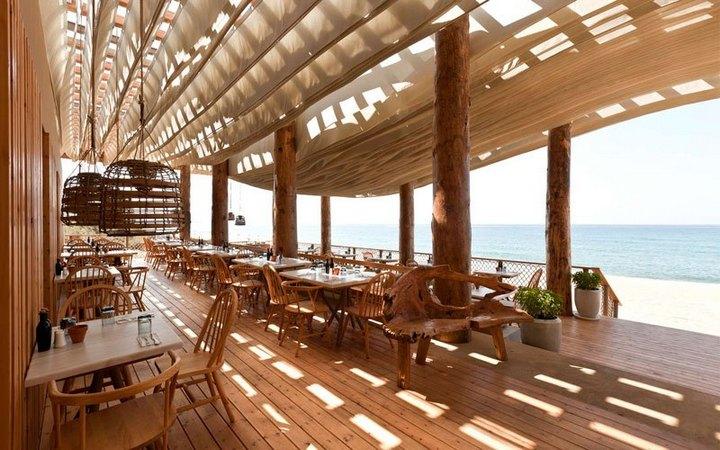 Удивительный ресторан с парящим потолком (2)