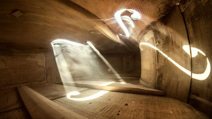 Удивительные фотографии снятые внутри музыкальных инструментов (7)