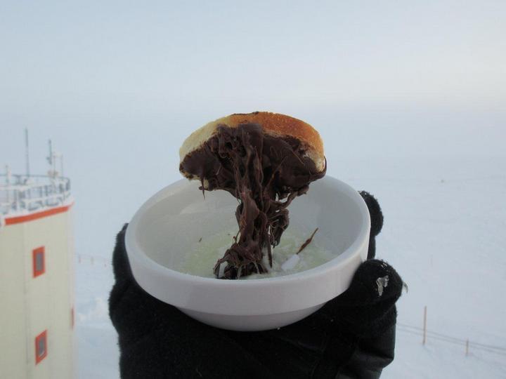 Вот что происходит с едой при -60°C (4)