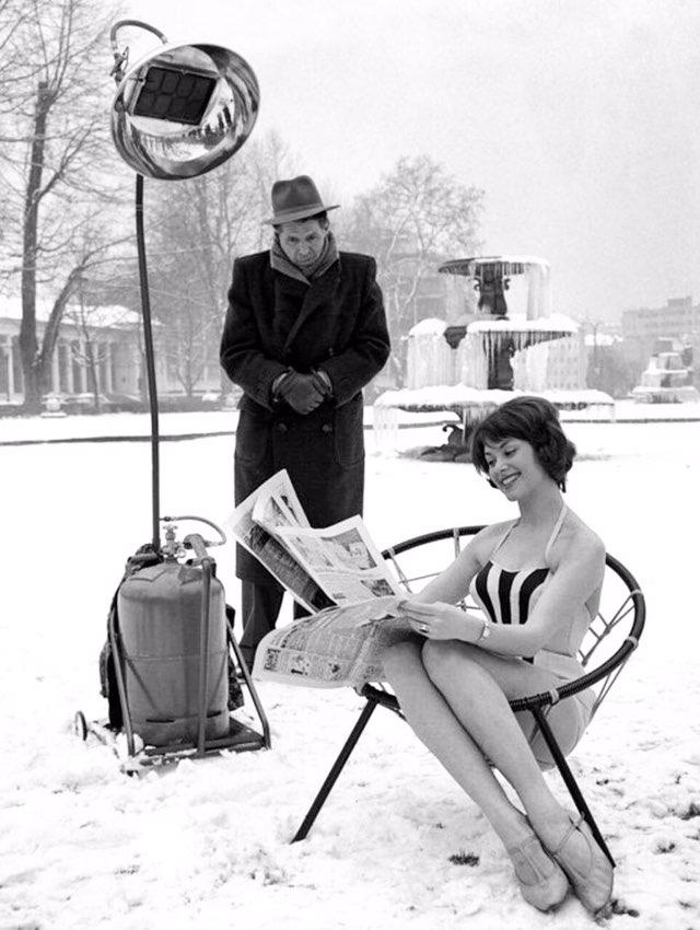 Девушка рекламирует обогреватель. Германия, 1960 год