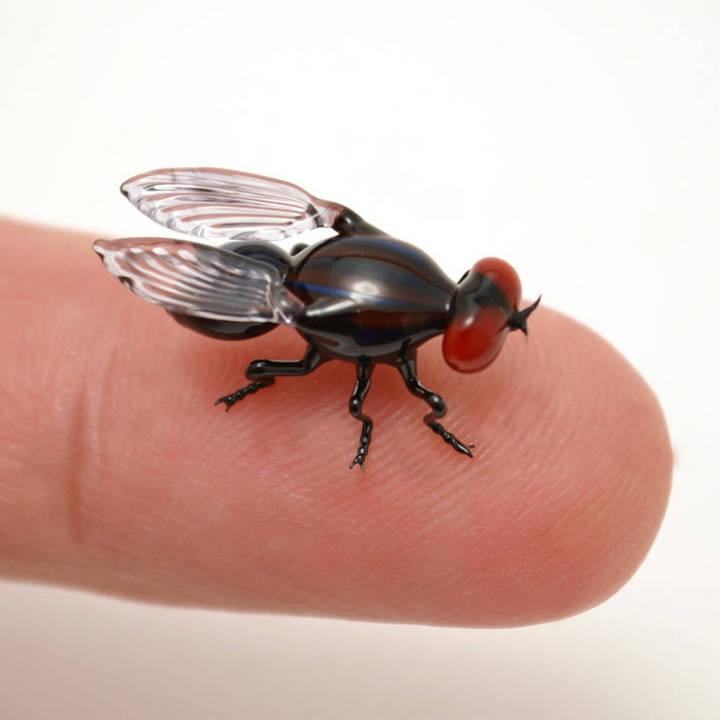 Миниатюрные стеклянные фигурки насекомых Уэстли Флемминга (1)