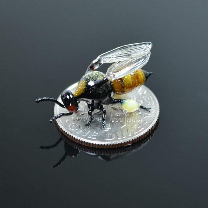 Миниатюрные стеклянные фигурки насекомых Уэстли Флемминга (7)