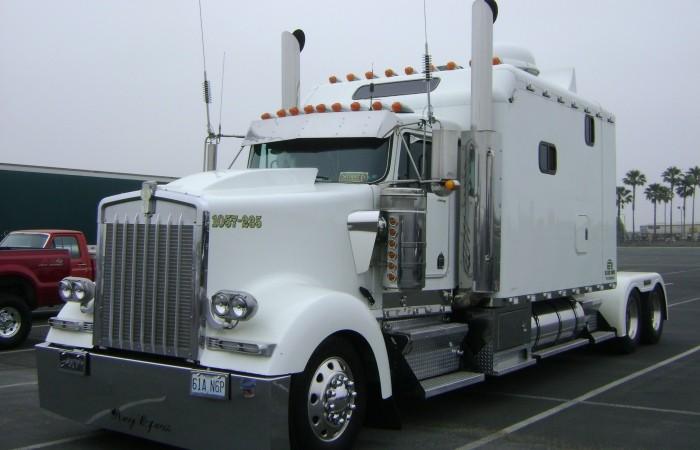 Американский грузовик W900 марки Kenworth (1)