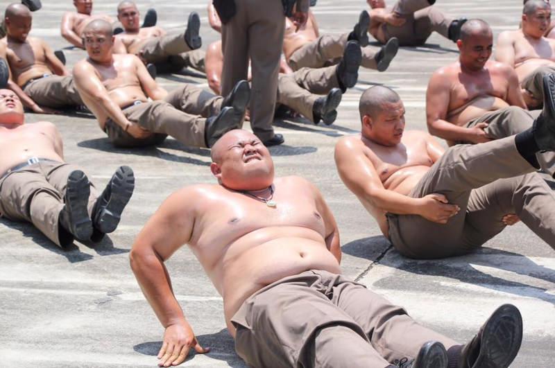 Таиландский лагерь для полицейских с лишним весом (1)