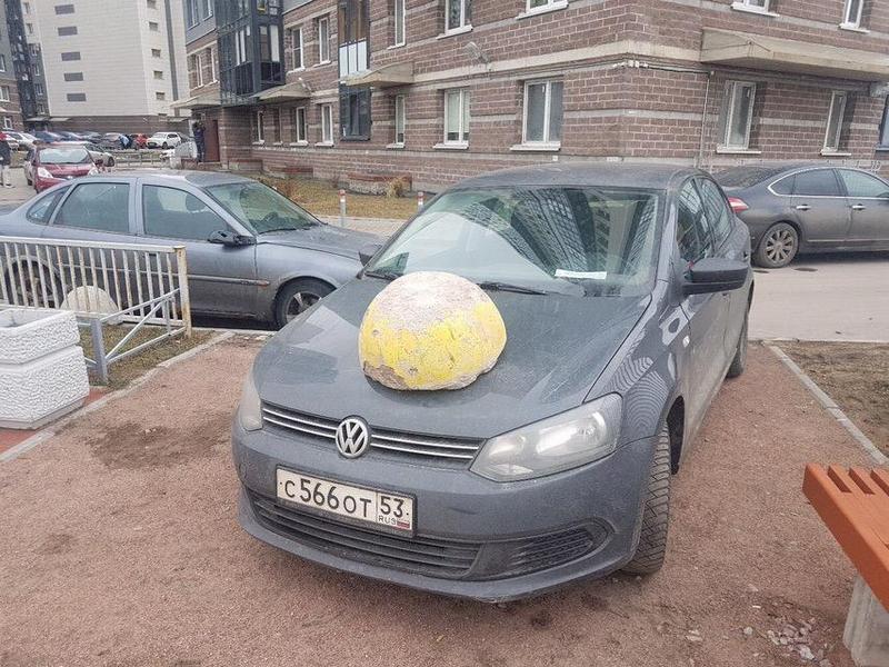 В наказание за парковку на тротуаре (1)